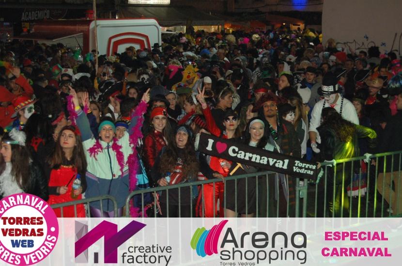 A folia do Carnaval de Torres continua pela noite fora no Jardim de Santiago
