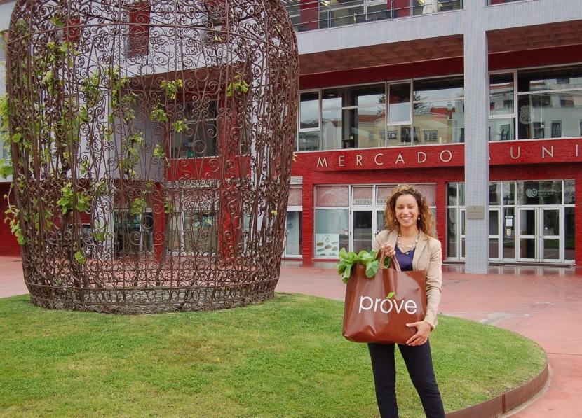 PROVE entrega cabaz de legumes e fruta à vencedora do concurso do Torres Vedras Web