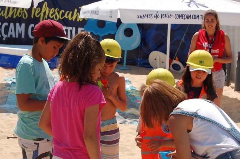 Na Aldeia Neptuno decorrem actividades lúdicas com os mais pequenos, assim como as tradicionais happy hoursna piscina que preenche o espaço dedicado aos patrocinadores do festival.