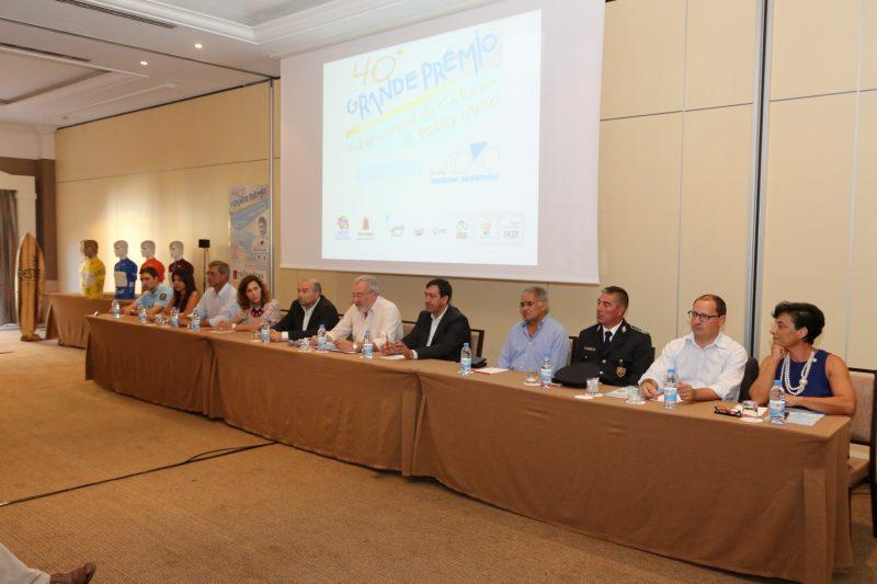 Mesa da conferencia de imprensa