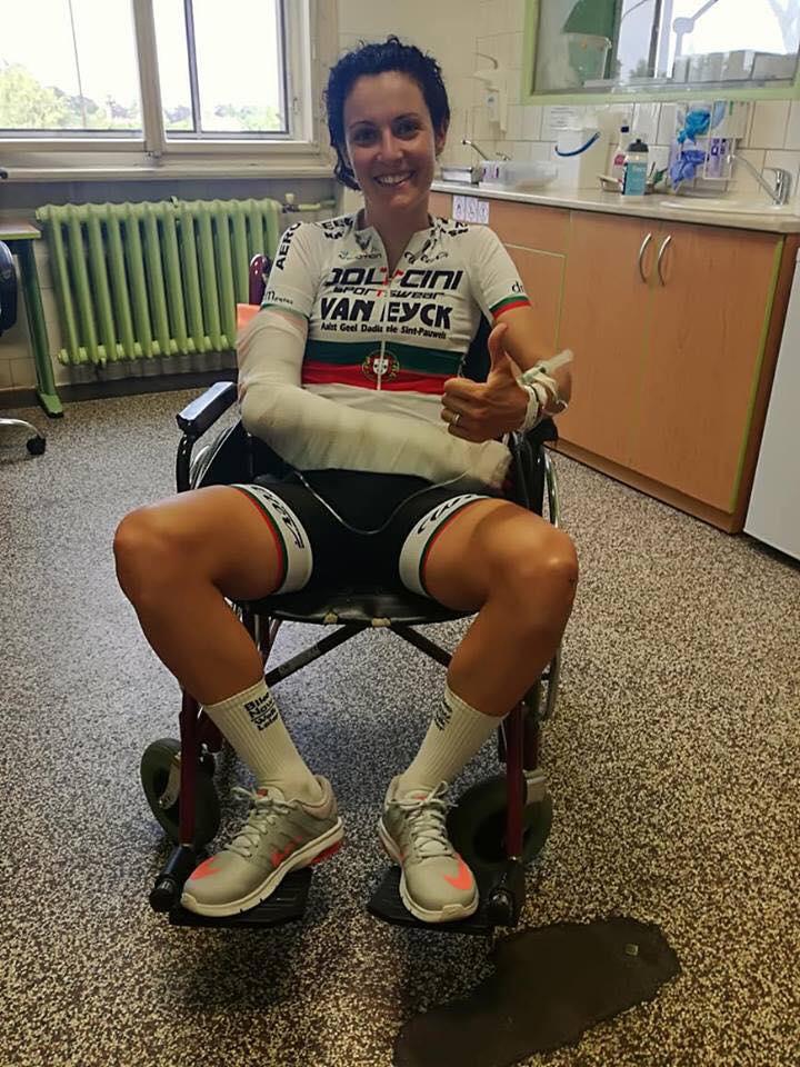 Daniela Reis fraturou o braço na estreia com as cores nacionais