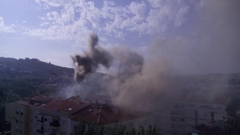 Prédio evacuado devido a um incênndio em Torres Vedras