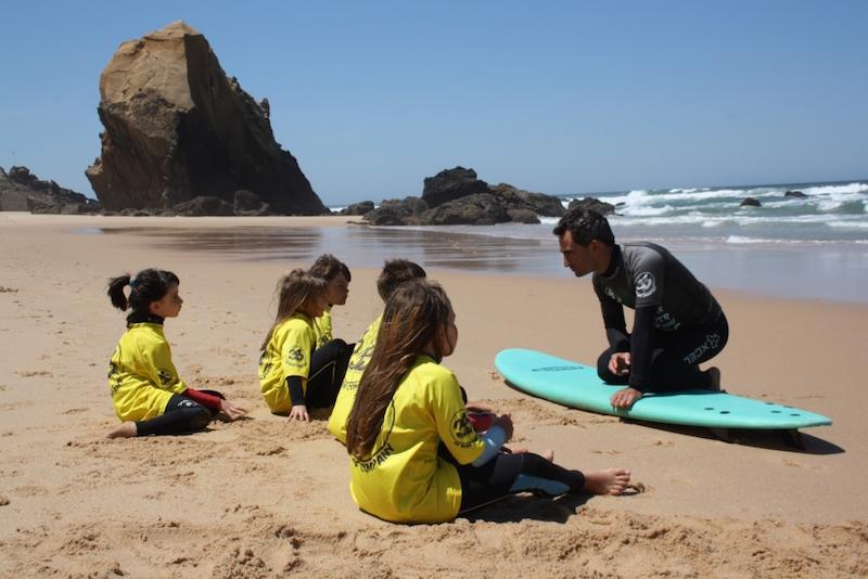 """""""Surf"""" tem sido novidade nas atividades municipais de enriquecimento curricular"""