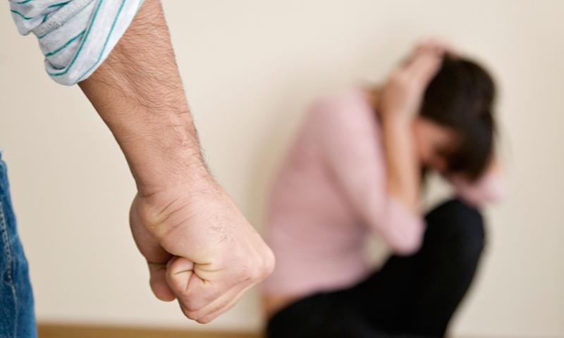 Indivíduo detido por violência doméstica