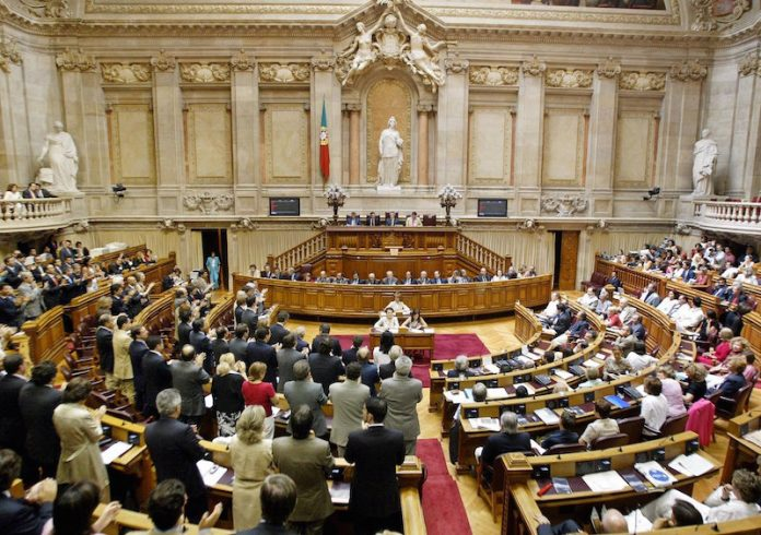 Eleições: Políticos em férias intermitentes antes do início da campanha
