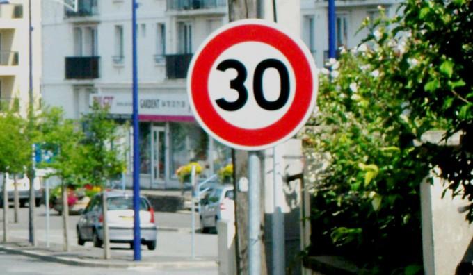 Rede internacional de cidades propõe limite de 30 km/h nos centros urbanos