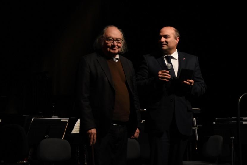 Maestro António Victorino d' Almeida foi agraciado pelo Município