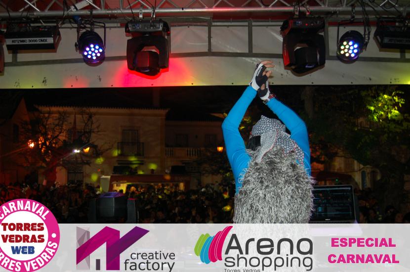 Carnaval de Torres: Centenas de foliões ao rubro na Praça da Batata
