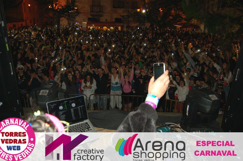 Multidão invade ruas e praças na última noite do Carnaval de Torres Vedras