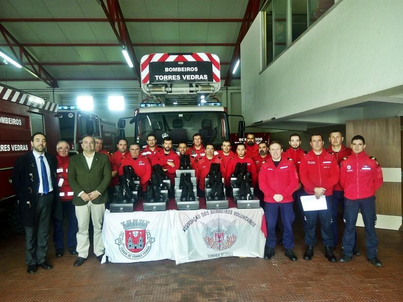 Entrega de Equipamentos de Proteção Individual a Bombeiros de Torres Vedras