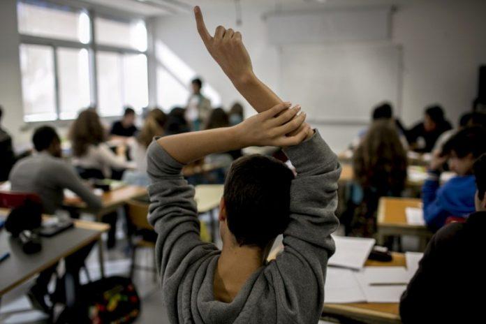 Governo a favor da mudança de práticas escolares para reduzir o insucesso dos alunos