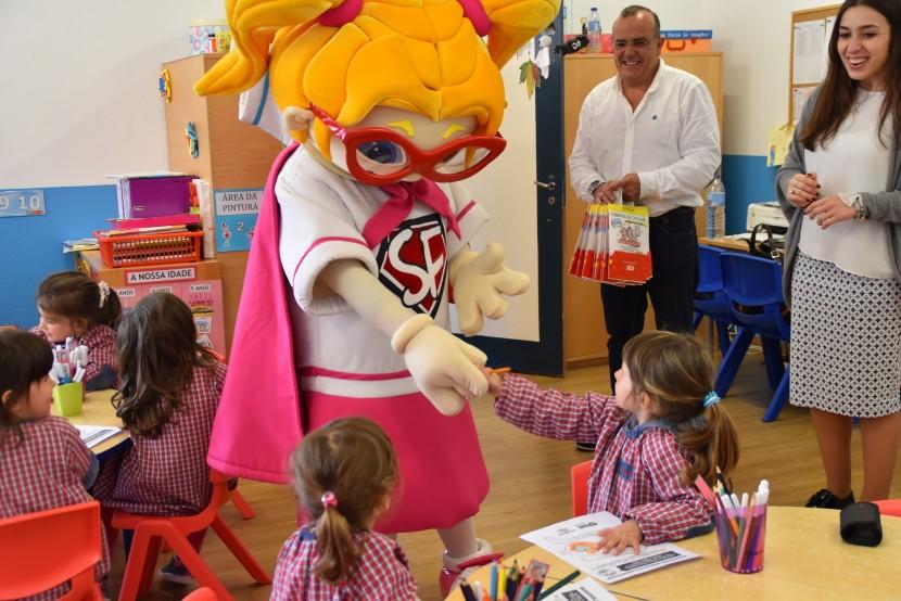 """""""Heróis da Fruta"""" de visita à Escola EB/JI de Monte Redondo"""