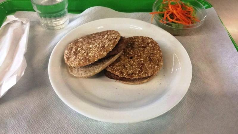 Ementa dos refeitórios escolares causa polémica entre encarregados de educação