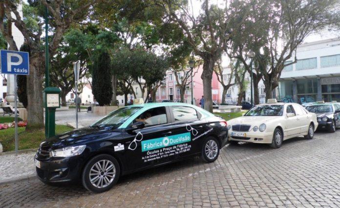 Taxistas torrienses falam sobre a Uber.