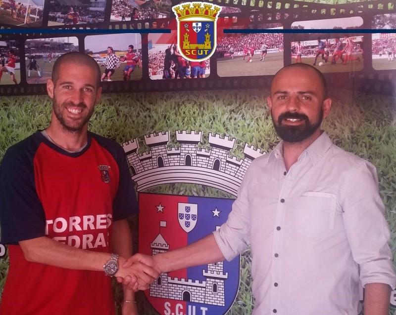 Rui Burguette renova com o Torreense