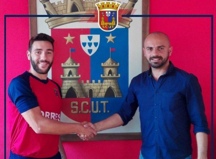 Tiago Esgaio renova com o Torreense