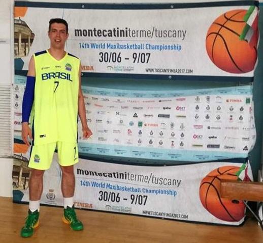 Romero Júnior 5º no Mundial Master em basquetebol