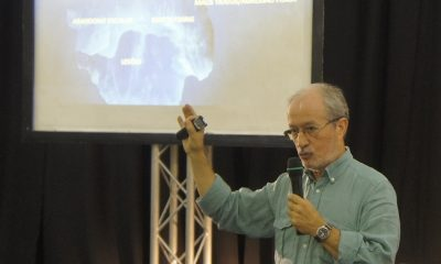 Prof.José Curado em palestra da Física