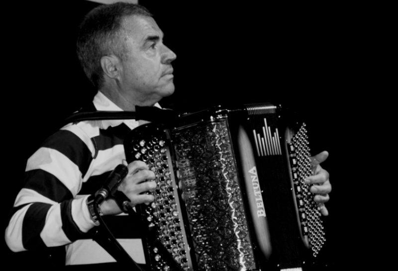 Quinta feira no Teatro Cine, Tino Costa celebra 50 anos de carreira