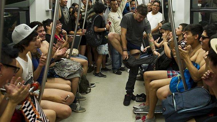 Em cuecas no Metro de Lisboa