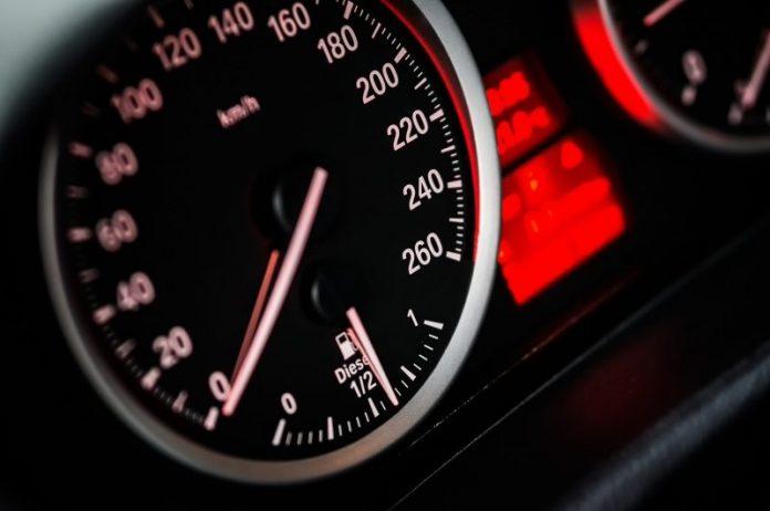 Carros novos com limitador de velocidade