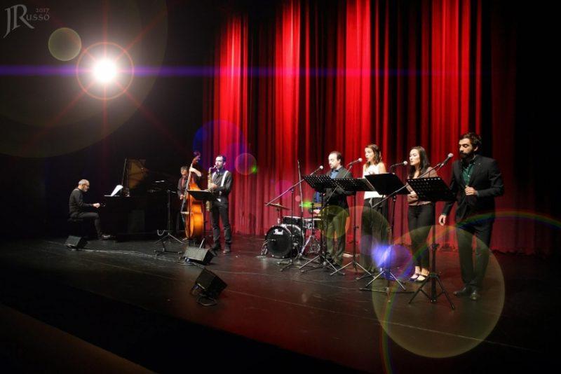 Voice n'Combo sexta no Teatro Cine