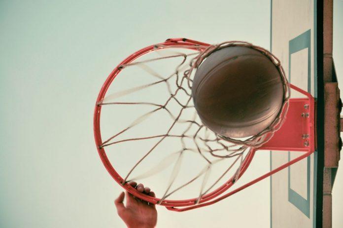 Vitória para as equipas seniores masculinos e seniores femininos de basquetebol da Física