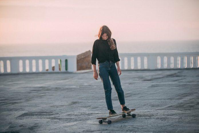 Longboard Dancing Sunset volta a Santa Cruz comAchel Machin