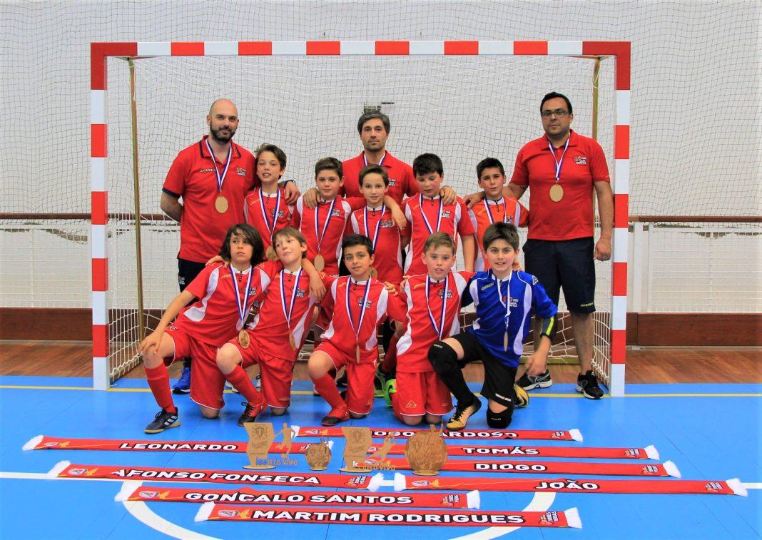 Escalões de futsal da Casa do Benfica com boas classificações no Torneio Quinzena Futsal Kids