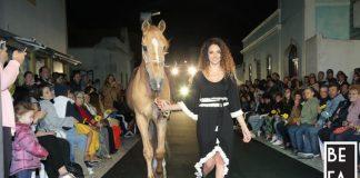 Uma passerelle com modelos e cavalos deu as boas vinda ao verão