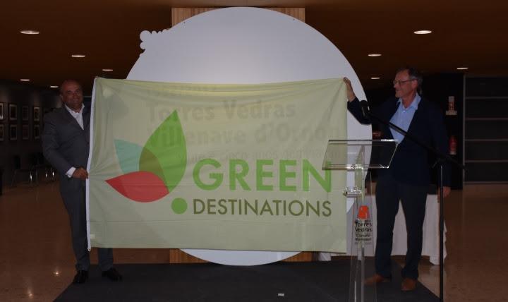 Presidente da Green Destinations entrega bandeira ao Município de Torres Vedras
