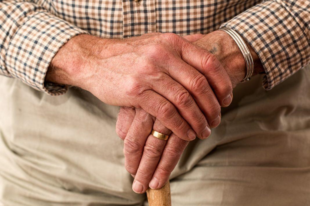 Falta de equilíbrio responsável por quedas em idosos
