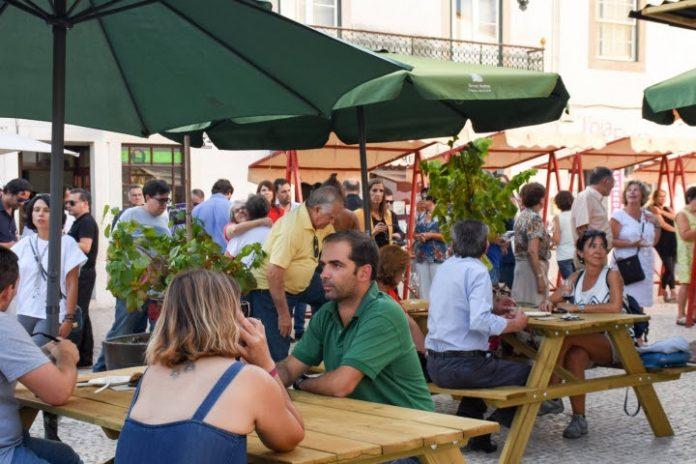 Vinhos A.Gosto: um mês de vinhos, petiscos e música no Largo de São Pedro