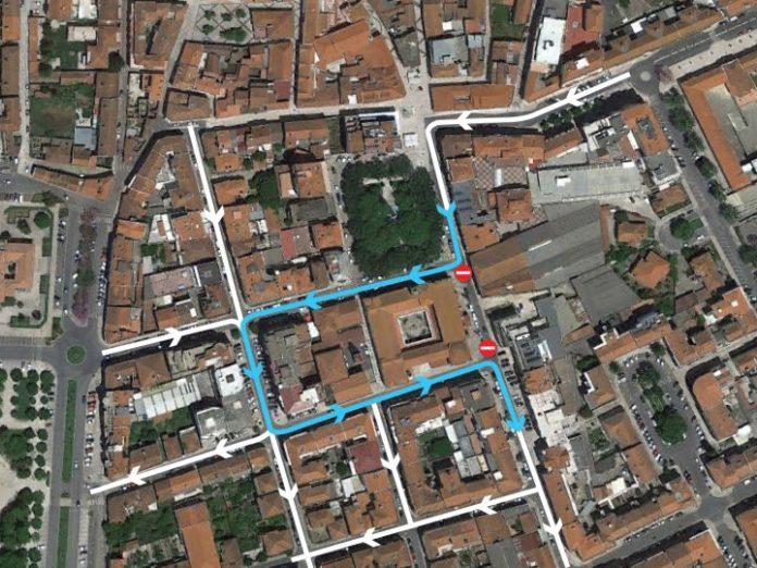 Corte de trânsito na Rua Santos Bernardes