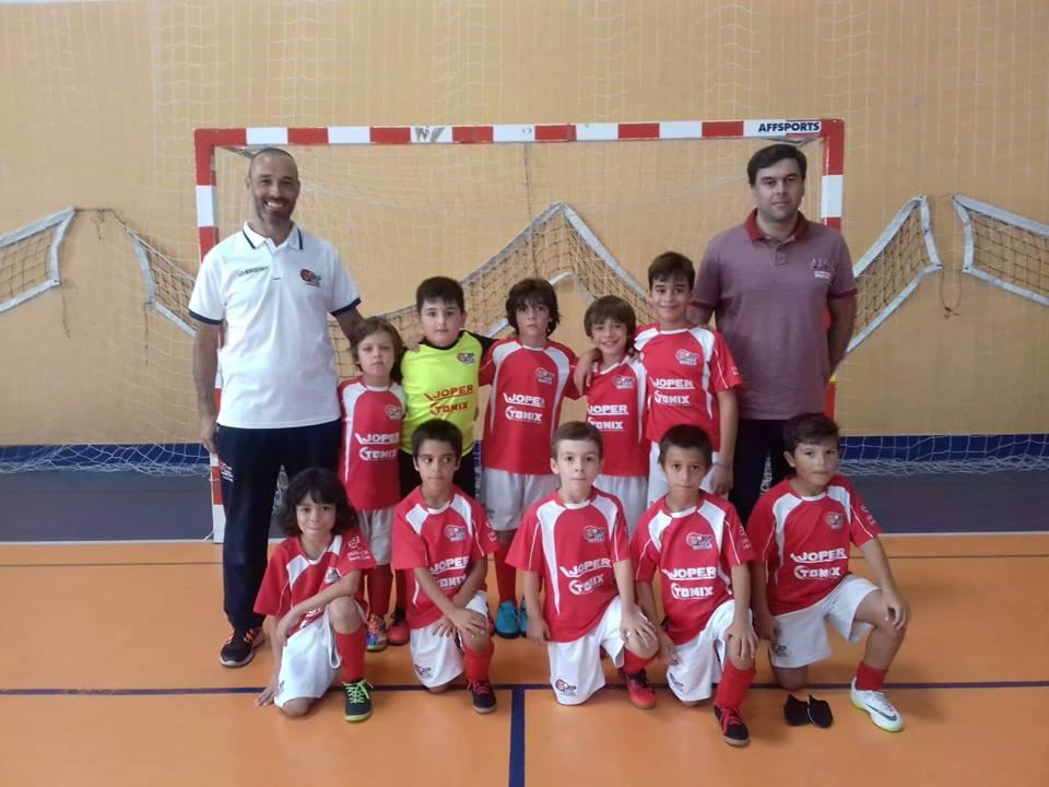 Equipa de juniores B de futsal da Casa do Benfica de Torres Vedras empata jogo contra JOMA