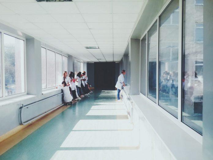 Reavaliados precários dos hospitais do Oeste excluídos por falta de habilitações