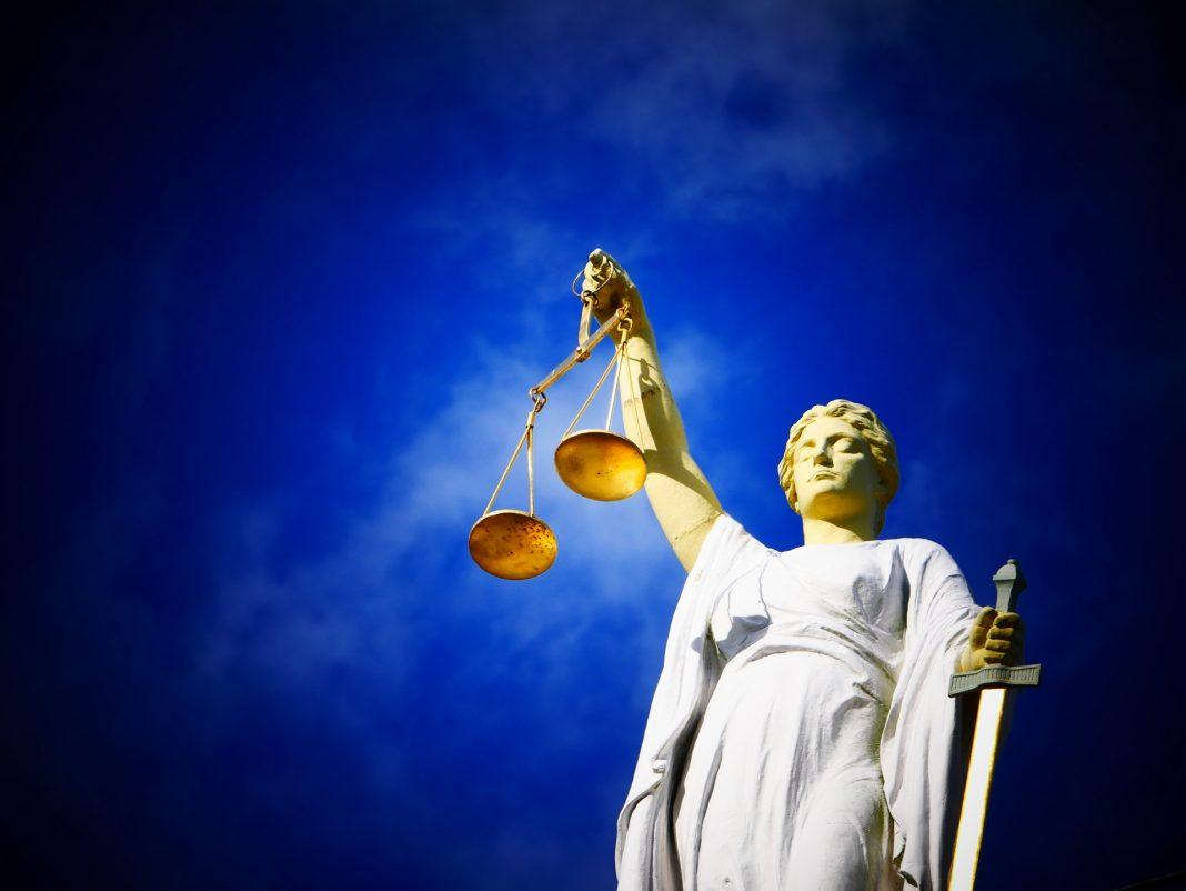 Greve dos guardas prisionais adia julgamento de mulher acusada de matar marido em Torres Vedras