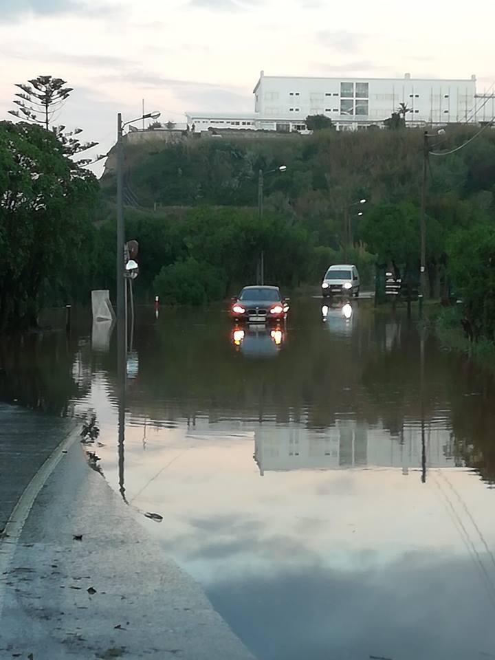 Via entre Porto Novo e Maceira novamente cortada devido a inundações