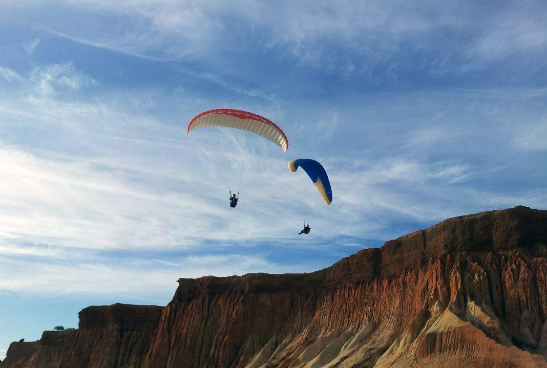 Paraquedista morre na Nazaré