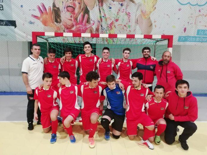 Equipa Juniores de futsal da Casa do Benfica de Torres Vedras conquista mais uma vitória