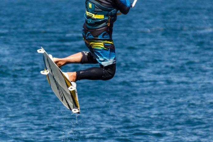 Kitesurfer Nuno Figueiredo recebe prémio do Guinness pela maior onda na Nazaré