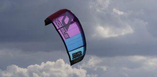 Praticante de 'kitesurf' russo morre após dificuldades no mar numa praia de Peniche