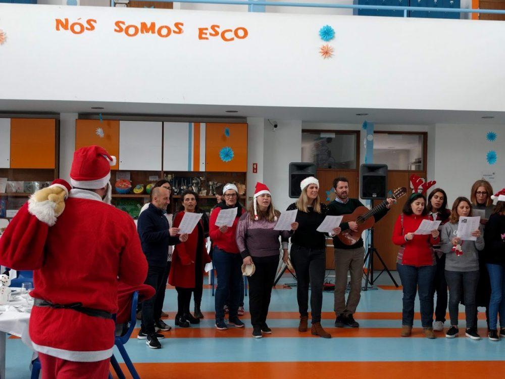 """ESCO organizou um almoço de natal com o lema: """"Este Natal dá um pouco de ti"""""""