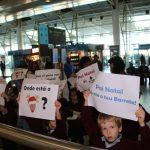 Os petizes da Escola Internacional de Torres Vedras foram receber o Pai Natal