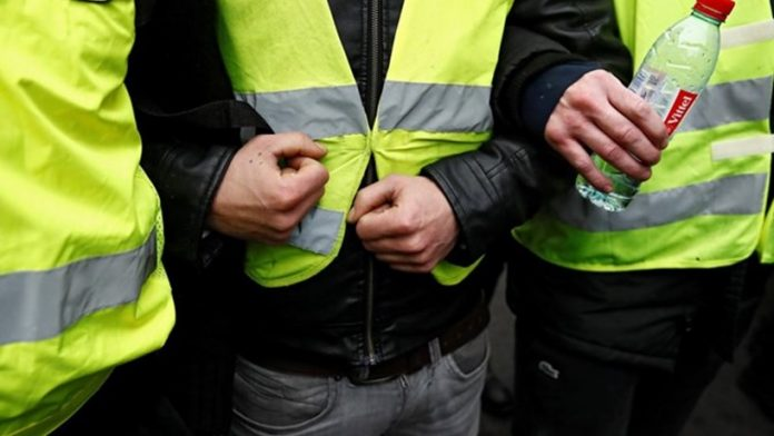 Coletes amarelos: Manifestantes tentam bloquear trânsito