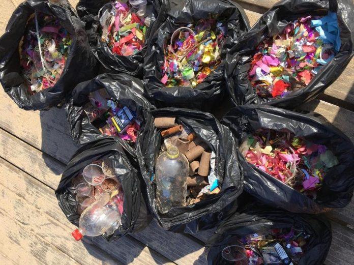 Associação Sealand recolhe lixo da Praia de Santa Cruz após passagem de ano