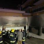 Incêndio em garagem em Santa Cruz leva à evacuação de edifício