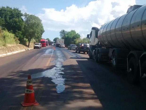 Reaberta Estrada Nacional 9 encerrada para limpeza de derrame de gasóleo
