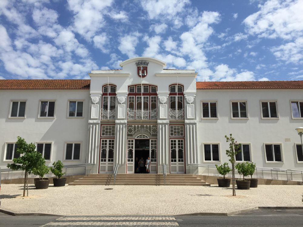 Câmara de Torres Vedras altera orçamento e taxas para aceitar descentralização