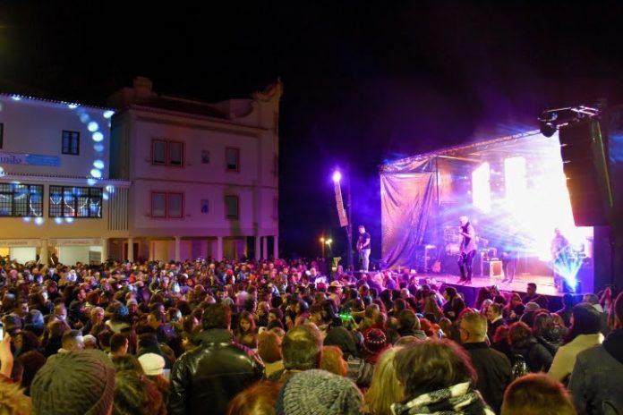Música e fogo de artifício marcam passagem de ano em Santa Cruz